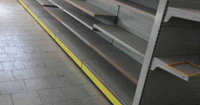 Scaffali A Gondola Prezzi.Scaffali Da Negozio E Supermercato Vendita Stock Di 350 Mt Murali