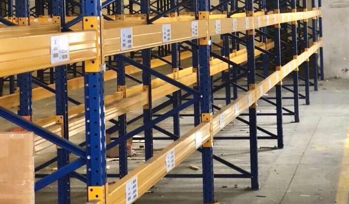 Preventivo Scaffalature Metalliche.Occasioni In Pronta Consegna Di Scaffali Usati Genere